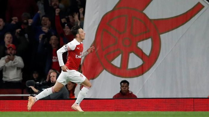 Mesut Oezil sedang on fire bersama Arsenal (Andrew Boyers/Reuters)