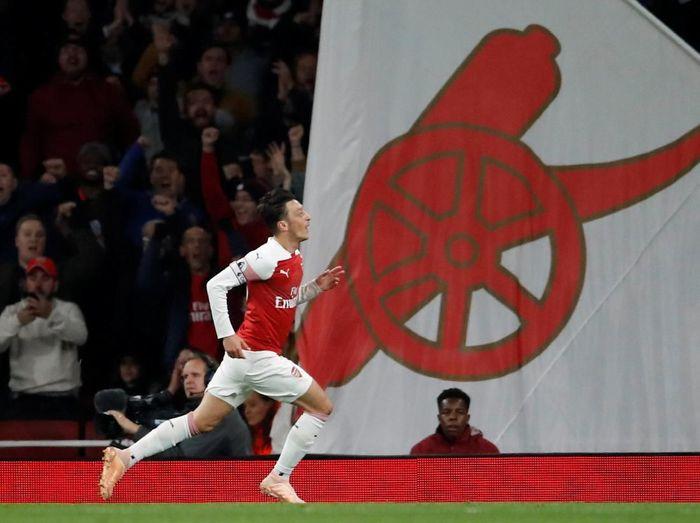 Arsenal tinggal berjarak satu poin untuk lolos ke babak selanjutnya (Andrew Boyers/Reuters)