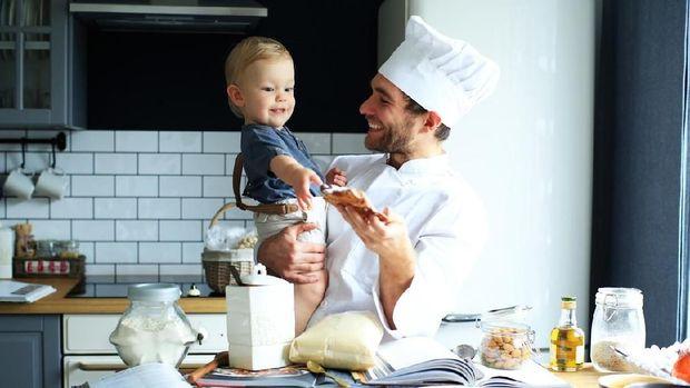 Ilustrasi ajak anak memasak