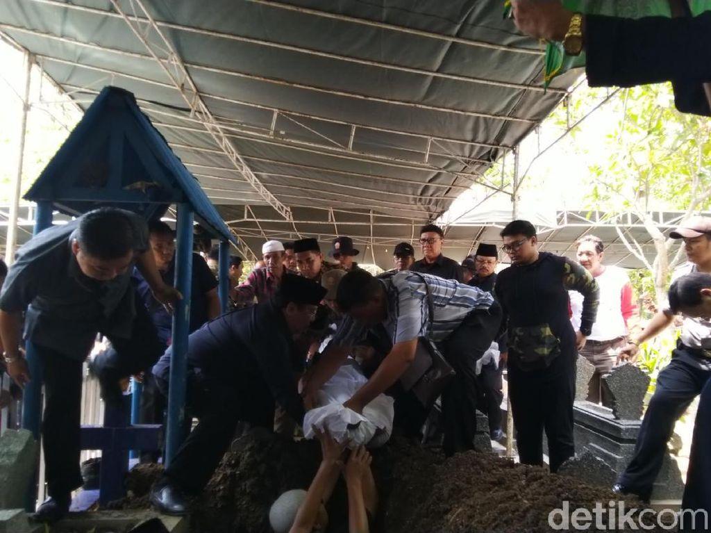 Tjahjo Kumolo Hadiri Pemakaman Mertuanya di Semarang