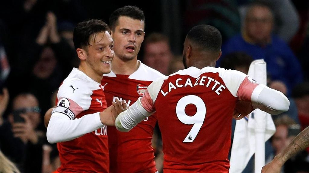Ozil dan Pemain Arsenal Lain Terciduk Nge-fly Pakai Gas Tawa