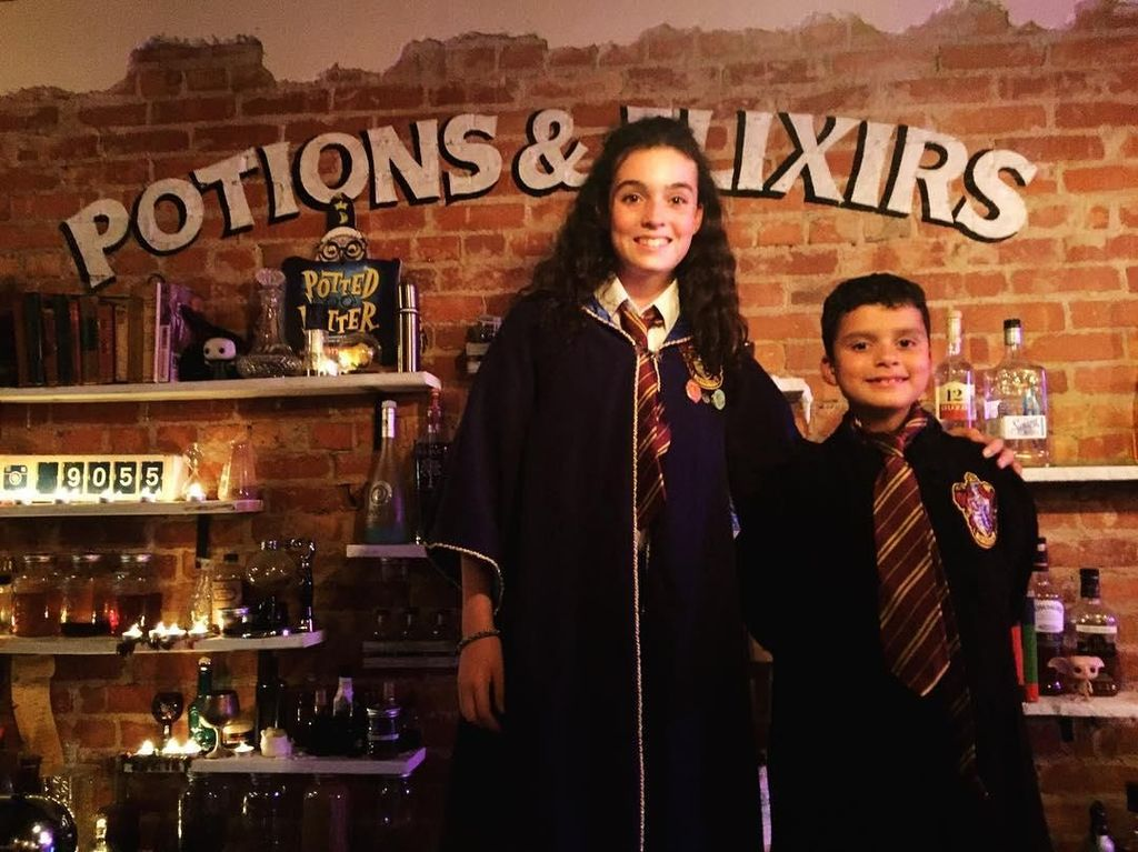 Rasakan Sensasi Makan Hidangan Ajaib di 5 Restoran Harry Potter Ini