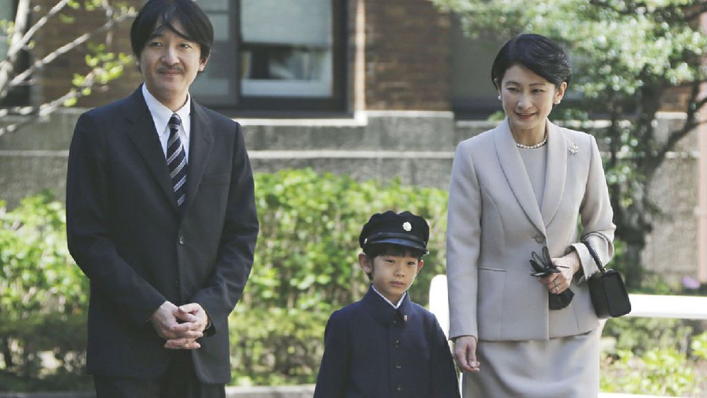 9 Potret Manis Pangeran Hisahito, Calon Kaisar Jepang