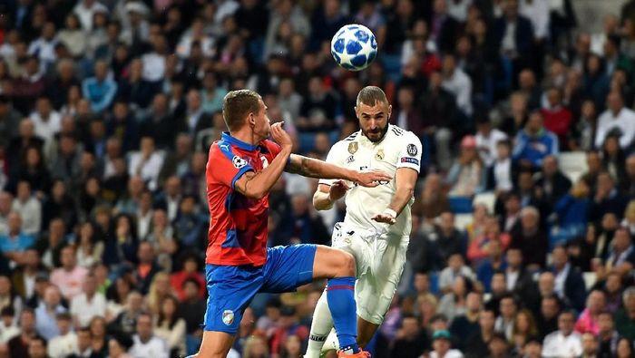 Real Madrid unggul 1-0 atas Viktoria Plzen di babak pertama lewat sundulan Karim Benzema. (Foto: Denis Doyle/Getty Images)