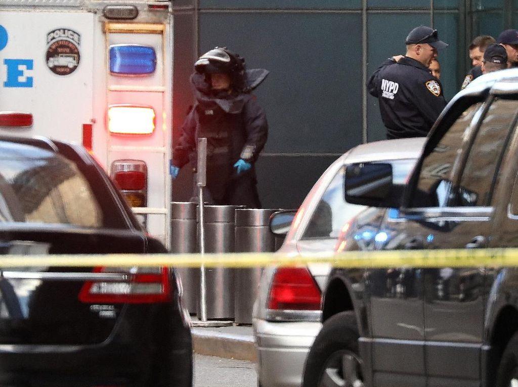 Paket Bahan Peledak Lain Ditemukan di Gedung The Time Warner New York