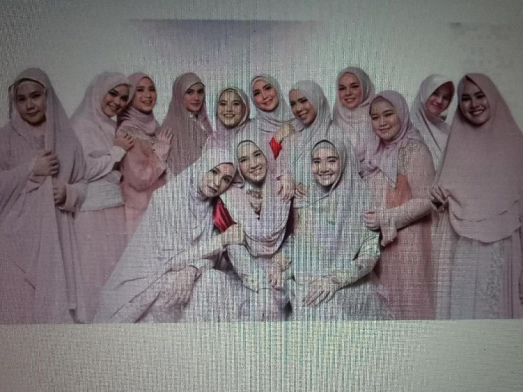 Bukan Geng Sosialita, Ini Hijab Squad