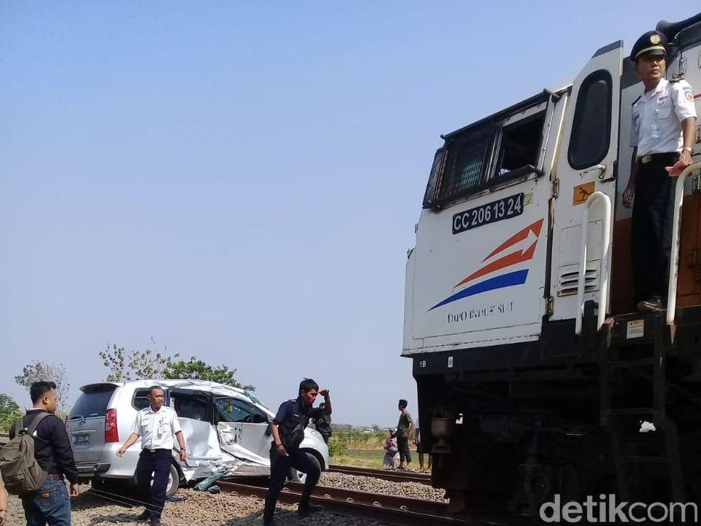 1 dari 5 Korban Mobil Terseret KA Ranggajati di Nganjuk Meninggal