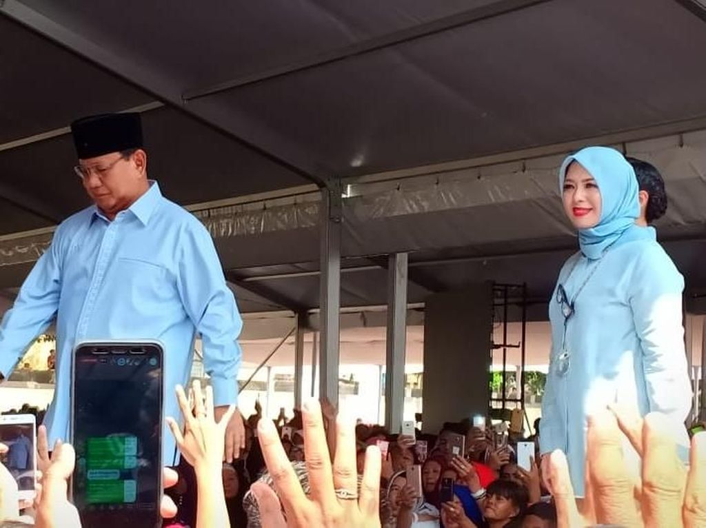 Istri Sandiaga Temani Prabowo Deklarasikan Gerakan Emas