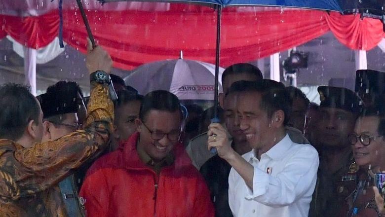 Jokowi: Banyak Mengira Saya dan Anies Ada Masalah, Padahal Tiap Hari Guyon