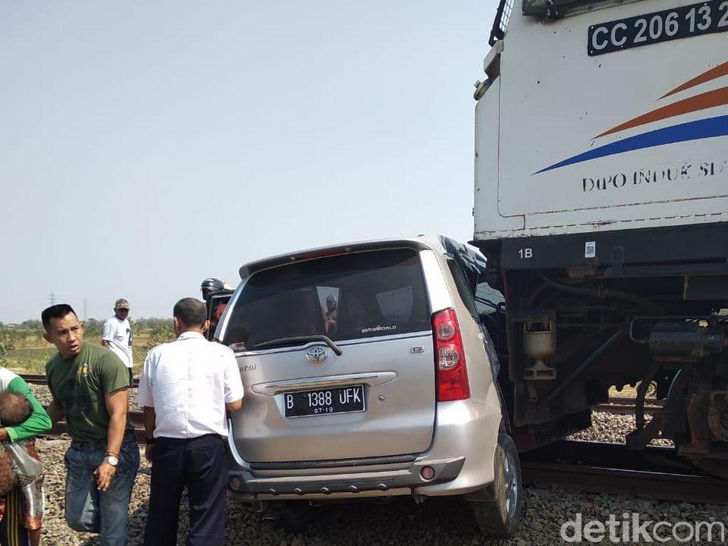 Mobil Terseret KA Ranggajati di Nganjuk, 5 Orang Luka