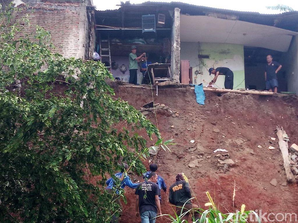 1 Rumah di Depok Diterjang Longsor