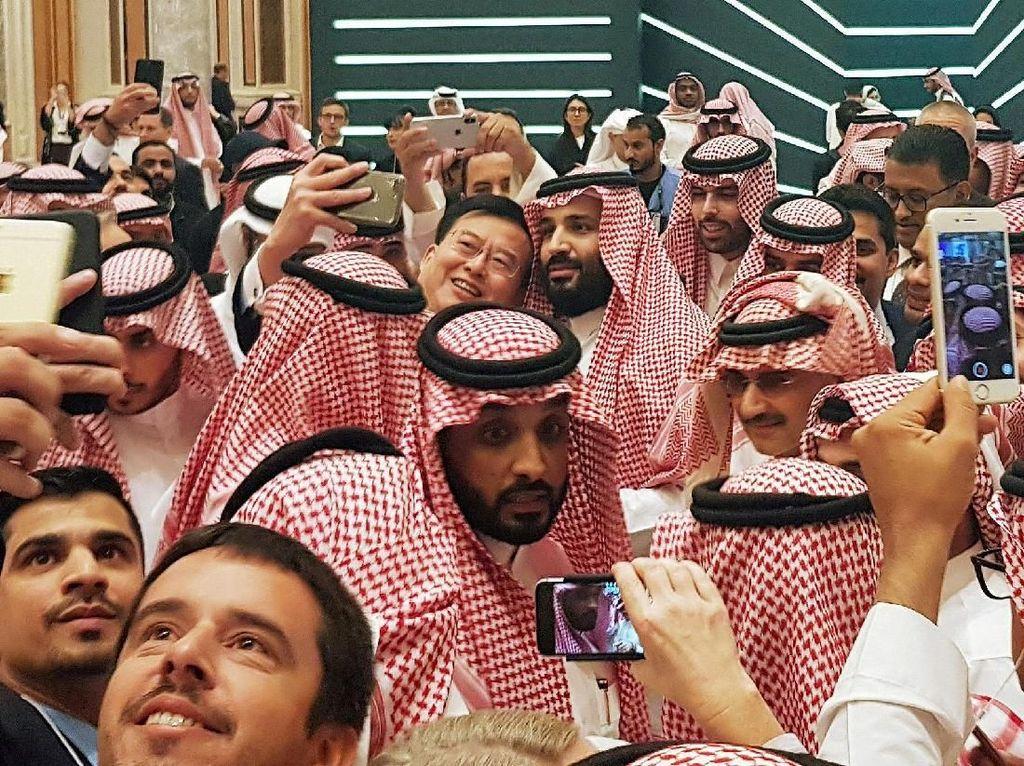 Dilanda Kontroversi, Pangeran Arab Malah Laris Diburu Selfie