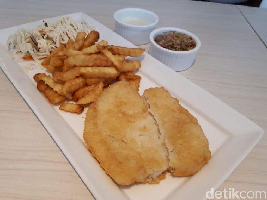 Makan Fish & Chips Cocol Sambal Matah, Pedas Nikmat!