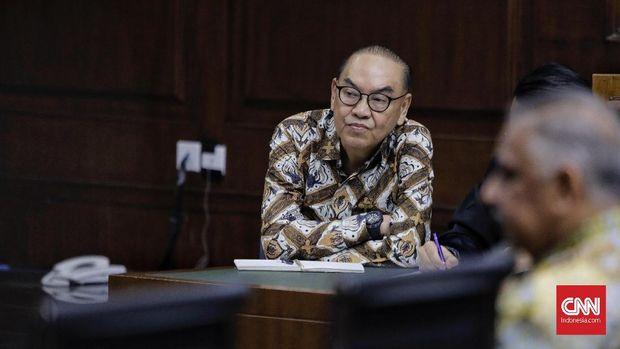 Terdakwa kasus suap proyek PLTU Riau-1 Johannes Budisutrisno Kotjo, di Pengadilan Tipikor, Jakarta, 25 Oktober.