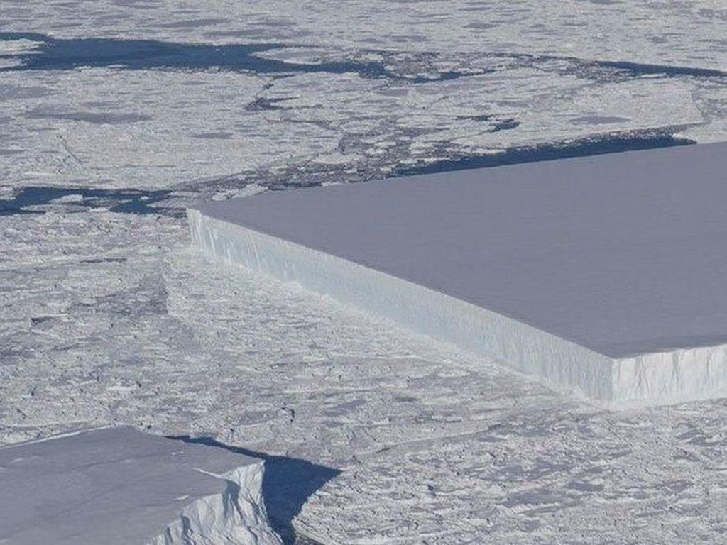 Gunung Es Persegi Panjang Sempurna Ditemukan di Kutub Utara