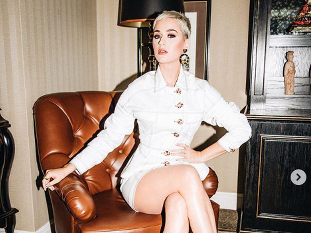 Katy Perry Sebut Fans BTS Anak Kecil di Jingle Bell