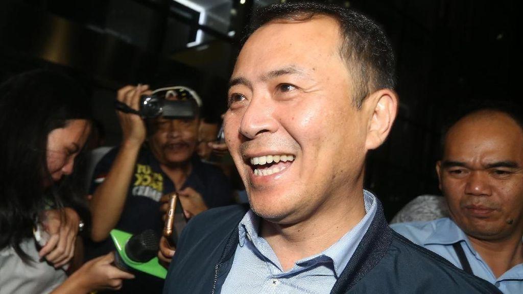 Diperiksa KPK 10 Jam, Eks Presdir Lippo Cikarang Umbar Senyuman