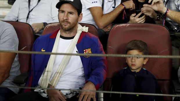 Lionel Messi sempat cedera patah tangan.