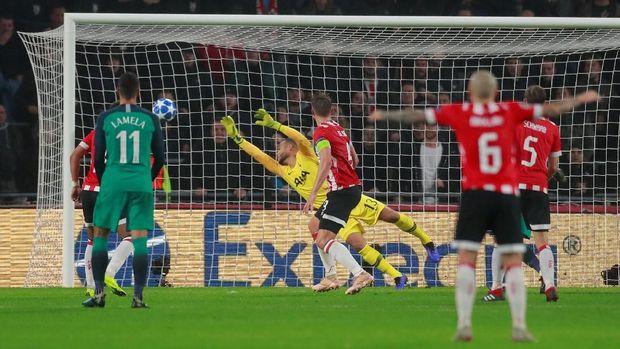 Luuk de Jong menyamakan kedudukan pada menit-menit akhir.