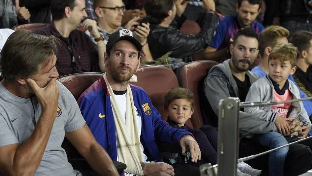 Video: Saat Anak Messi Gambar Logo Juve di Camp Nou