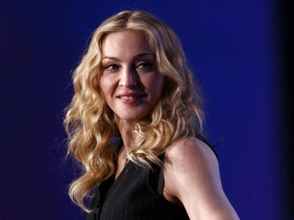 Cara Sukses Madonna: Pamer Bokong