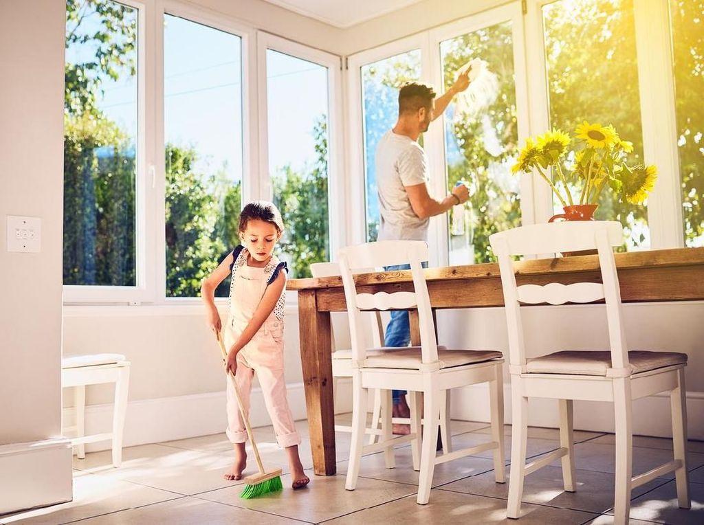Menyerahkan Pekerjaan Rumah pada Ayah, Yes or No, Bun?