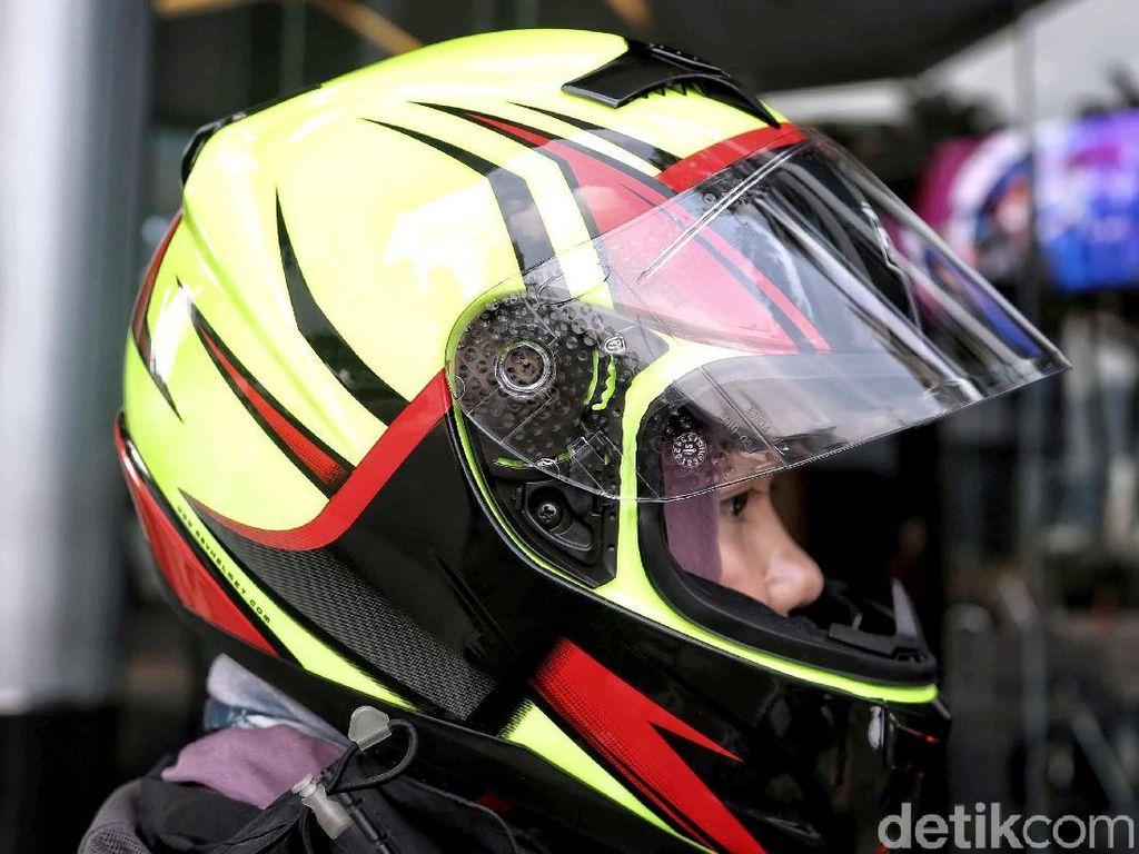 Waspadai Benang Layangan, Pemotor Disarankan Pakai Helm Fullface
