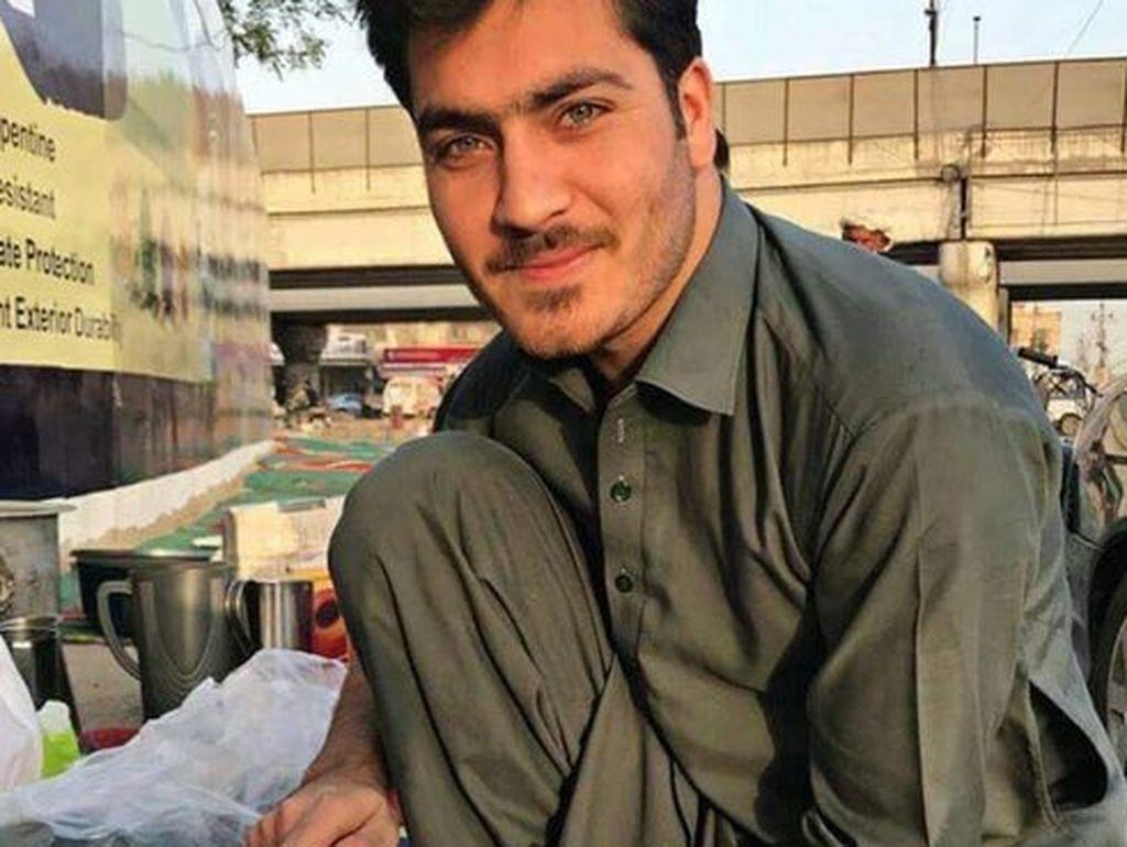 Duh, Selain Penjual Teh, Ada Penjual Semangka Ganteng di Pakistan