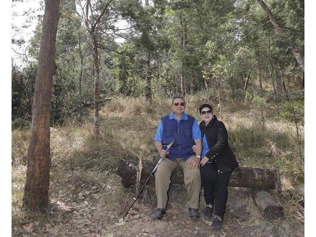 Momen Ani dan SBY Mengenang Pendakiannya ke Gunung Lawu