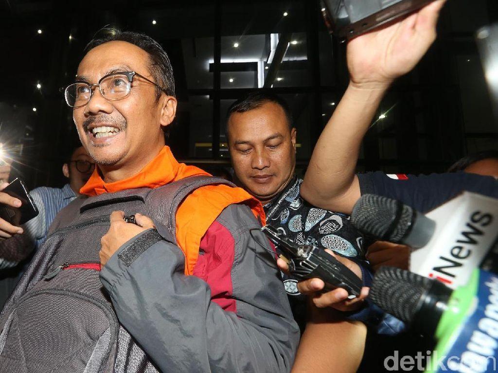 Penyuap Bupati Cirebon Malah Tersenyum saat Ditahan KPK