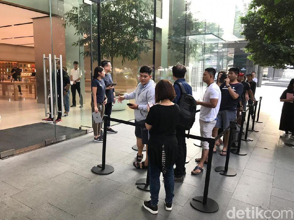 Penjualan Perdana iPhone XR Cuma Disambut Segelintir Fanboy