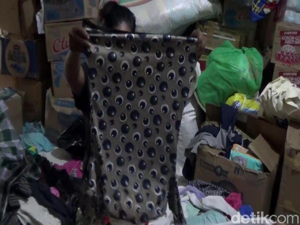 Pengungsi Palu Jual Pakaian Sumbangan untuk Beli Sayur-Beras