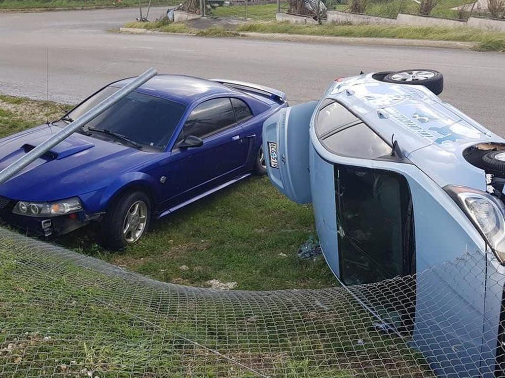 Mobil-mobil Rusak Parah Dihempas Topan Yutu di Amerika Serikat