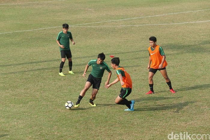 Latihan ini sebagai persiapan menghadapi laga perempatfinal Piala Asia U-19 melawan Timnas Jepang di SUGBK, Jakarta, Minggu (28/10/2018).