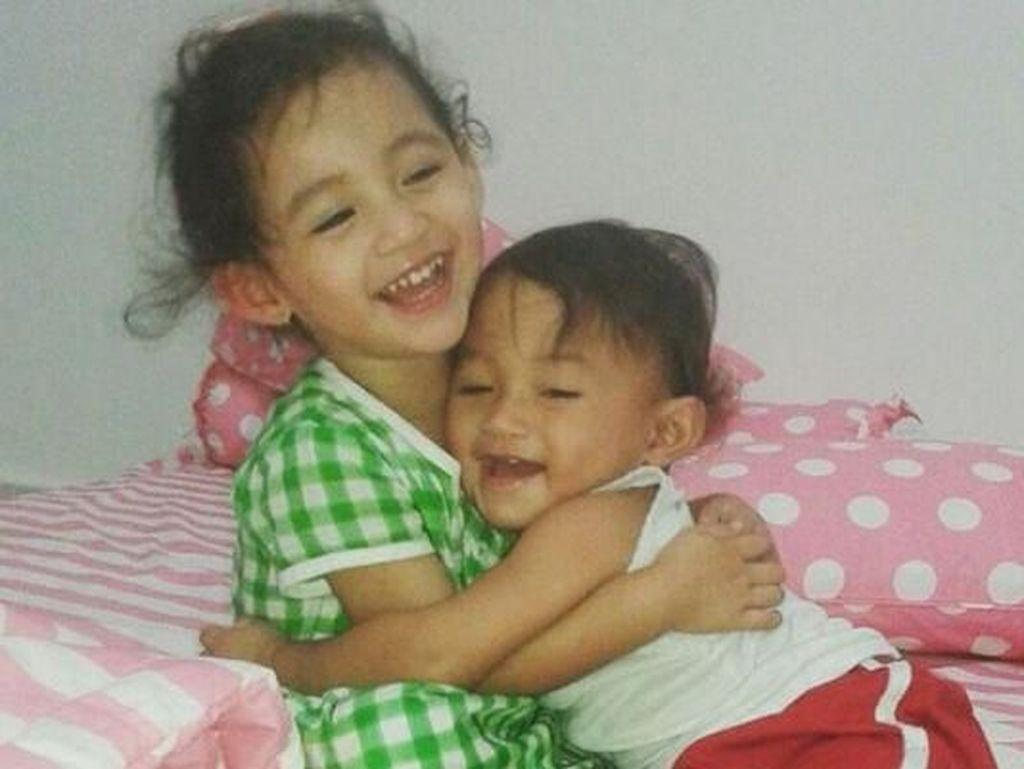 Gemasnya Melihat 2 Anak Arumi Bachsin dan Emil Dardak