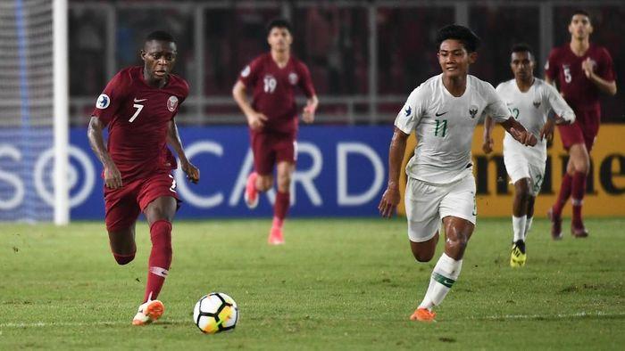 Firza Andika (kanan) saat masih menjadi bagian Timnas Indonesia U-19. (Foto: Robertus Pudyanto Hari Pribadi/2018AFC)