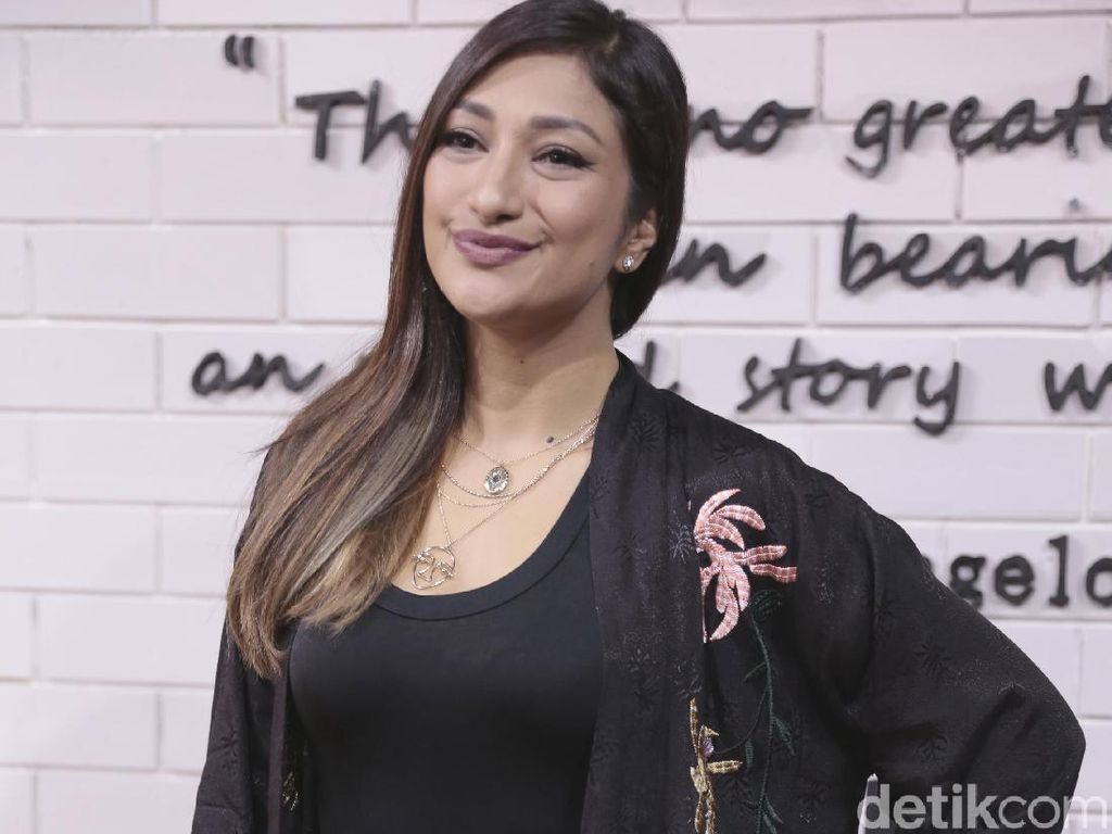 Jadi Pacar Pertama, Rahma Azhari Beberkan Rahasia Zack Lee