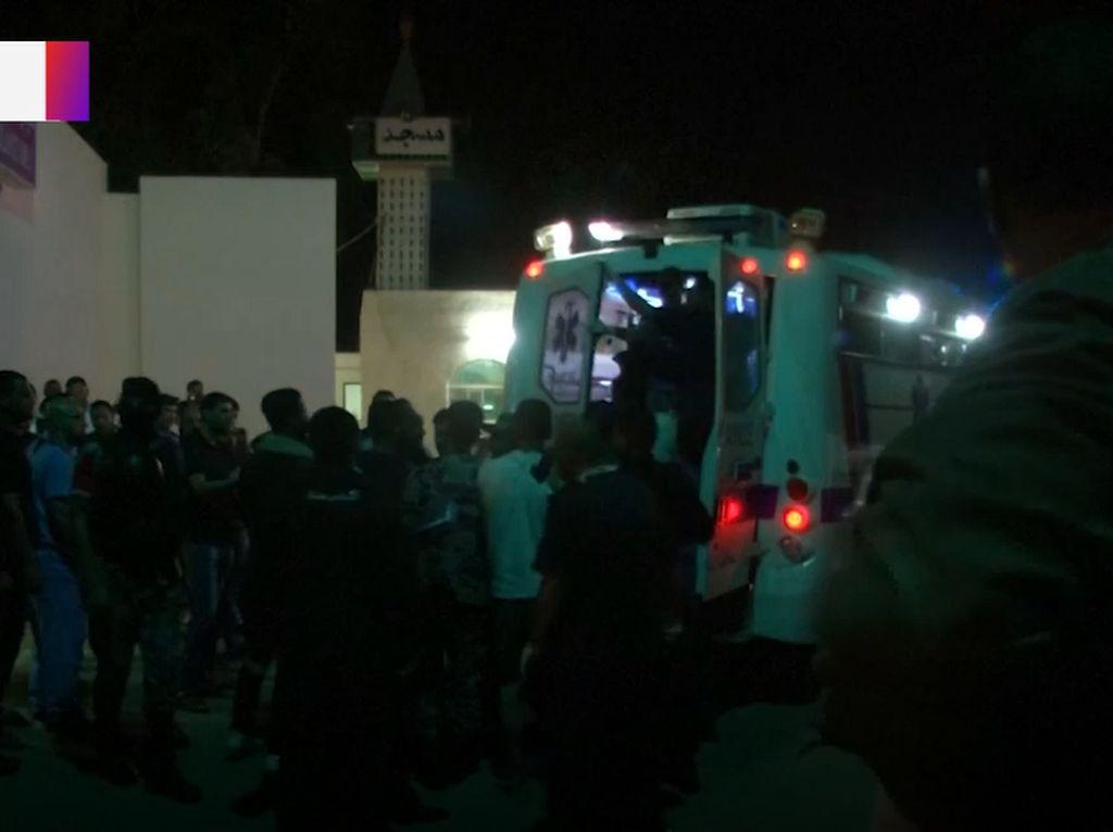 Bus Sekolah Tersapu Banjir, Jatuh ke Laut Mati