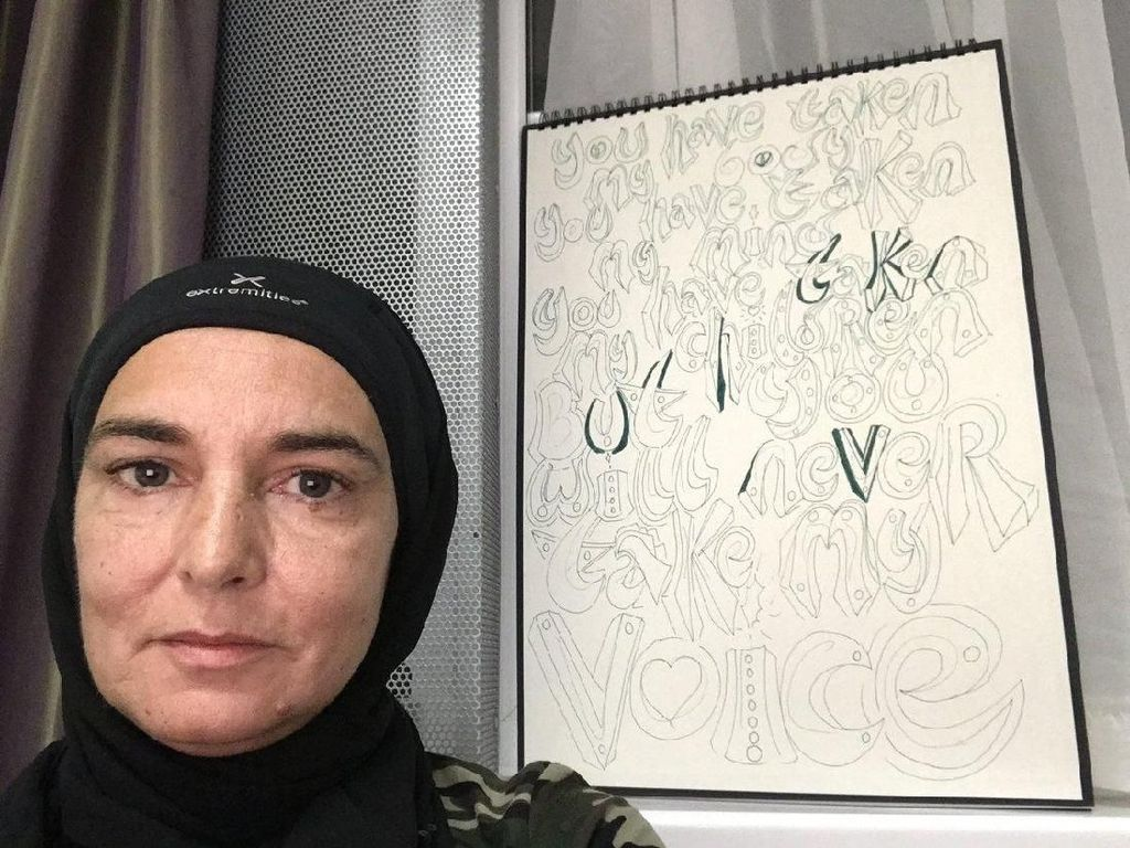 Kembali ke Islam, Sinead OConnor Donasikan Semua Pakaian
