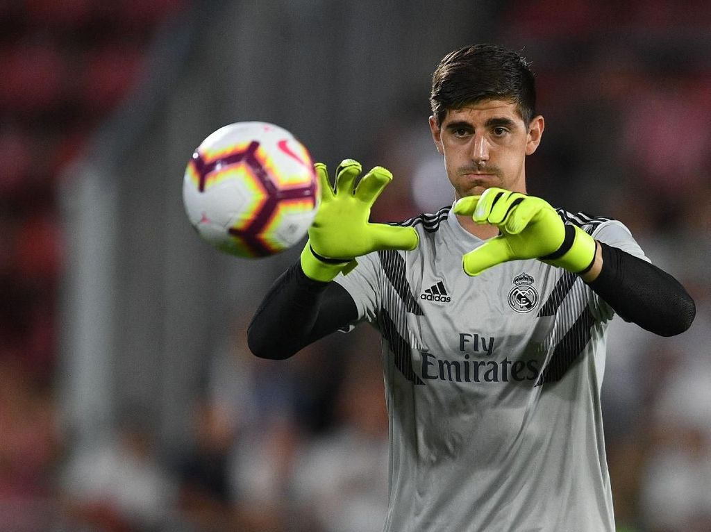 Courtois Murka Usai Diklaim Khawatir Madrid Akan Tunjuk Conte atau Mourinho