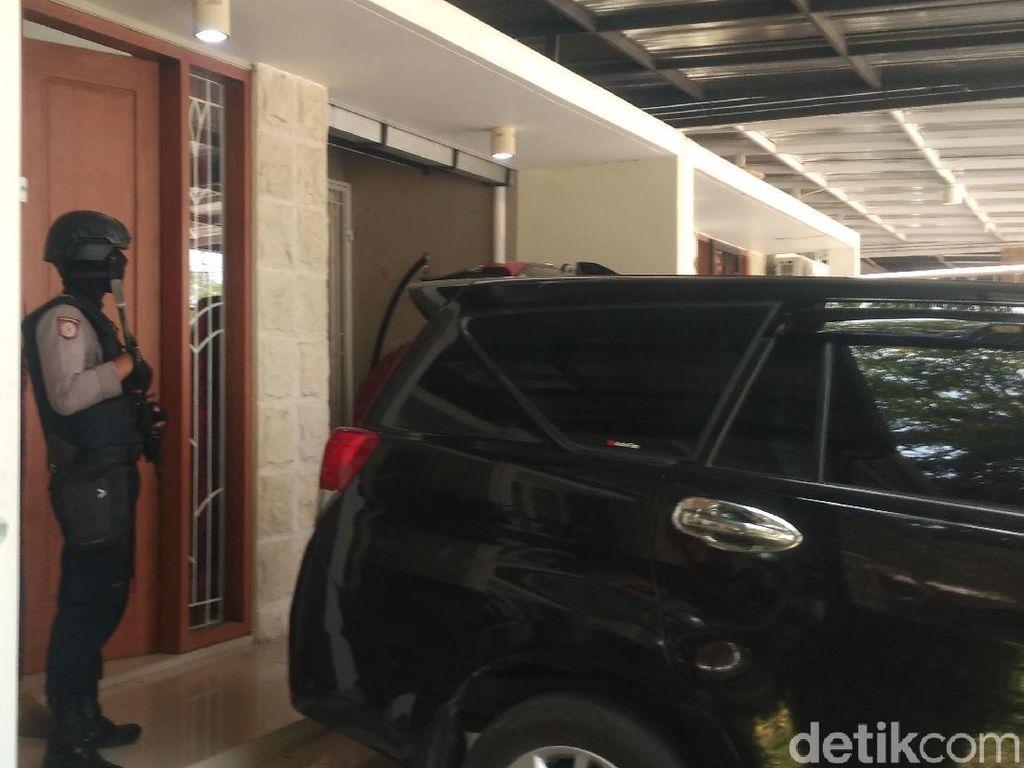 KPK Geledah Rumah Ajudan Bupati Cirebon