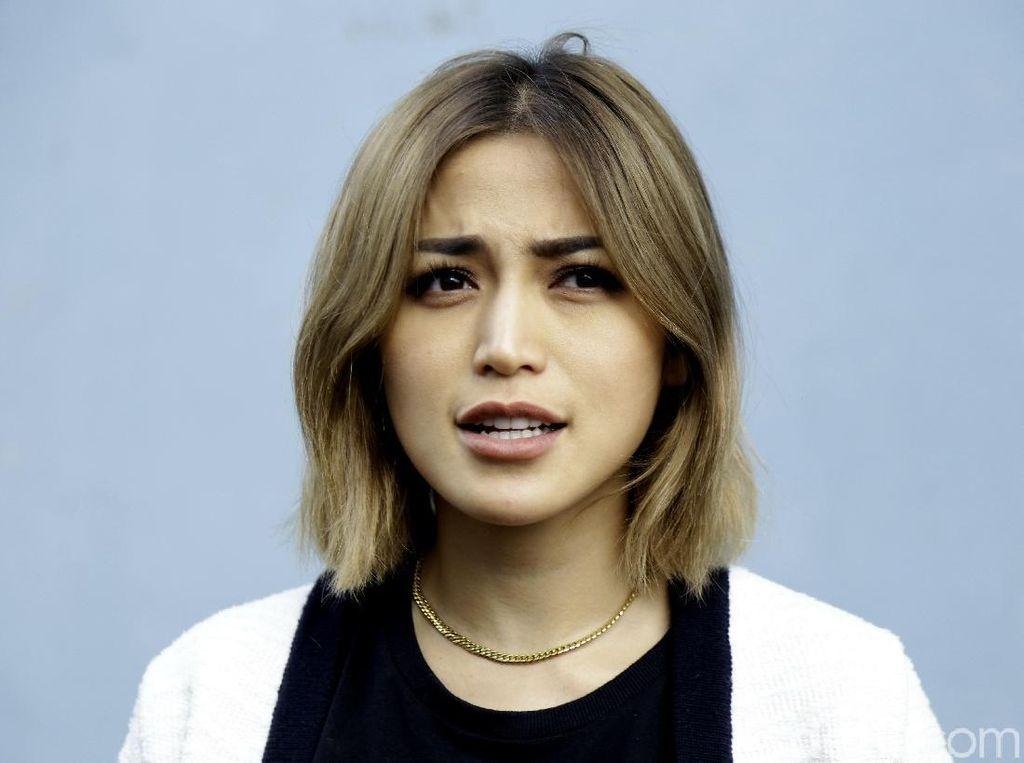 Jessica Iskandar Dilema Pernikahan dan Kondisi Sang Ayah