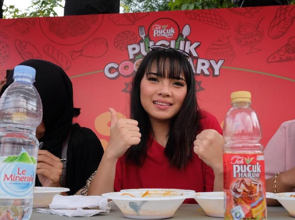 Food Blogger Ini Mengaku Pernah Makan Mie Pakai 300 Cabai
