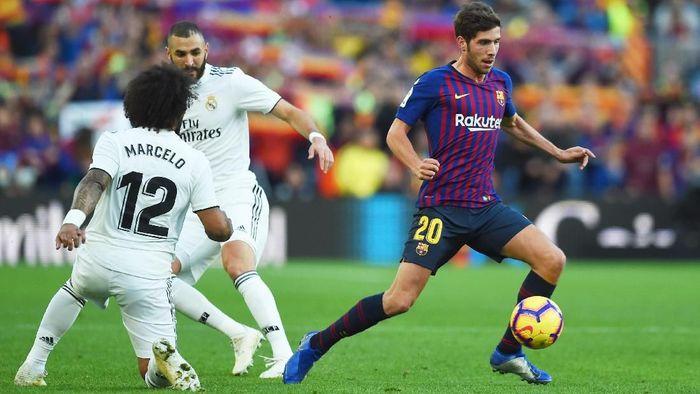 Laga El Clasico digelar menjadi 18 Desember 2019. (Foto: Alex Caparros/Getty Images)
