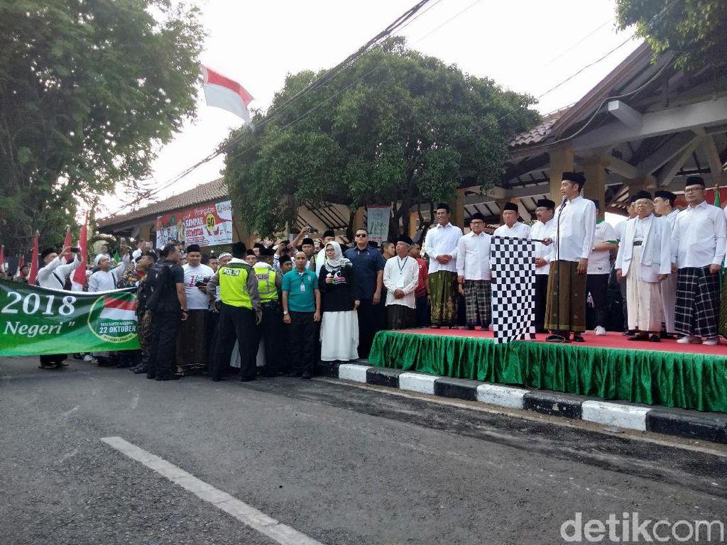 Jokowi Lepas Kirab Hari Santri Nasional di Sidoarjo