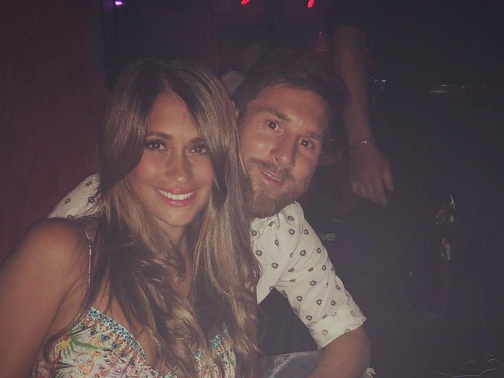 5 Pesepakbola Ini Kepincut Fans Sendiri, Termasuk Lionel Messi