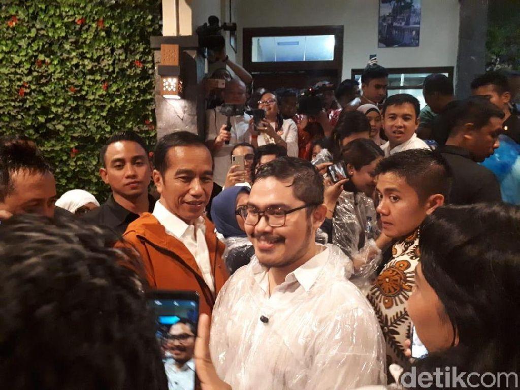 Hujan Deras, Jokowi dan Milenial Peringati Sumpah Pemuda di Bogor
