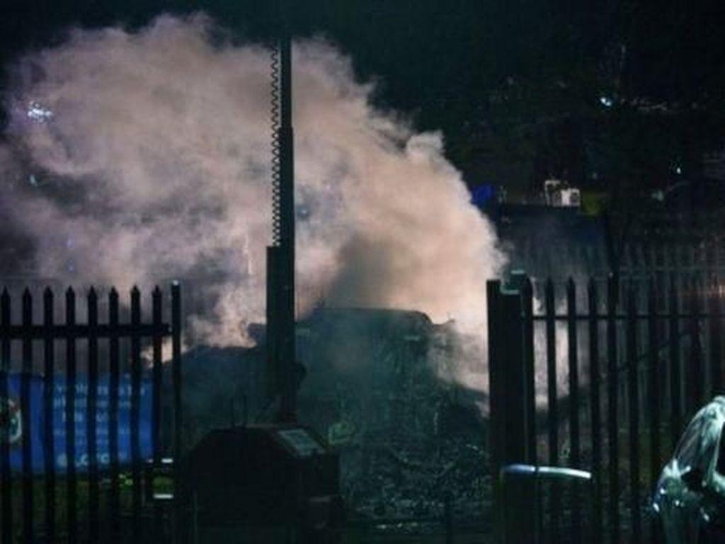Helikopter Jatuh, Keberadaan Bos Leicester City Masih Misterius