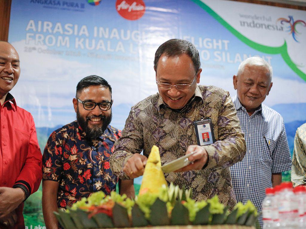 Asyik! AirAsia Terbang Perdana Kuala Lumpur-Silangit