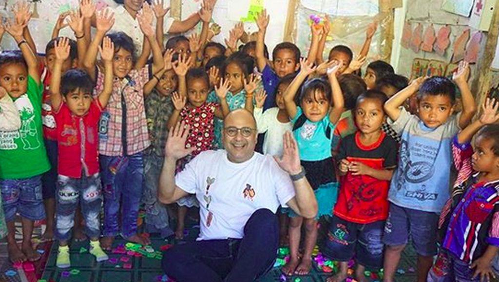 7 Momen Manis Irwan Mussry bareng Anak-anak